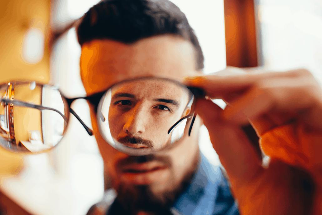 משקפיים עם צילינדר גבוה